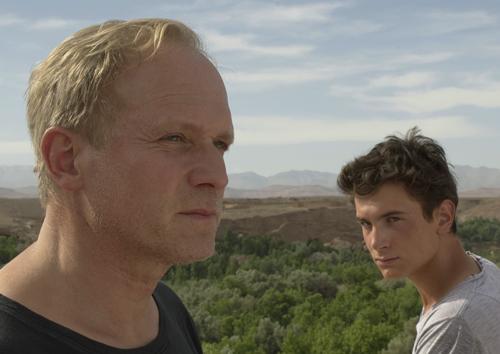 Eigentlich wollte Ben (Samuel Schneider) in Marokko seinem von der Mutter geschiedenen Vater (Ulrich Tukur) näher kommen. Doch das lässt sich viel schwerer an als gedacht.