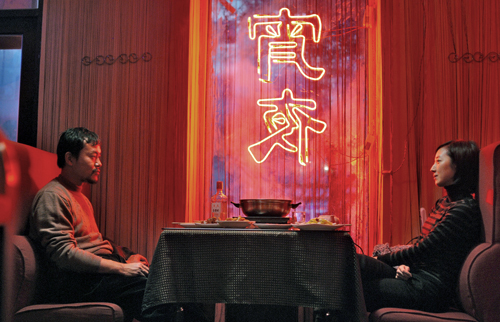 Die Lichtgestaltung in Yinans Neo-Noir-Thriller ist grandios: Wenn Zhang (Liao Fan) und Wu (Gwei Lun Mei) sich begegnen, ist die Szenerie oft in Rot getaucht.