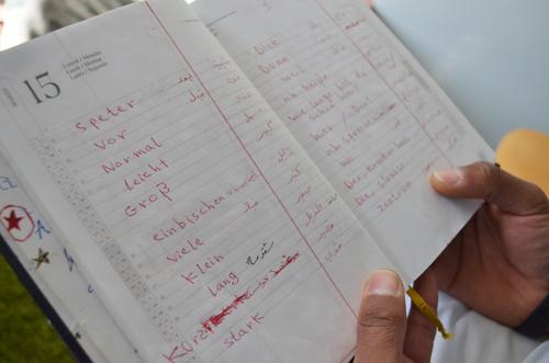 Kassem hat als Obdachloser in Italien Deutsch gelernt (unten rechts).
