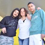 Preisgekrönt: Die syrischen Flüchtlinge Jan Mustafa (schwarzer Pulli) und Malek Kassem haben ihre Flucht verfilmt. Barbara Davids (Mitte) hat sie dabei unterstützt.