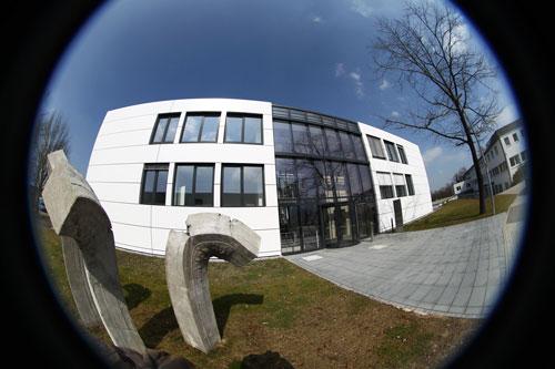 Institut für Institute für Werkstoffmechanik (IWM)