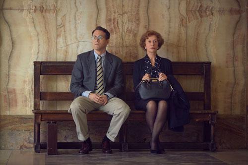 Das ewige Warten wird sich lohnen: Maria Altmann (Helen Mirren) und ihr Anwalt Randy Schoenberg (Ryan Reynolds) brauchen viel Geduld in ihrem Kampf für Gerechtigkeit.