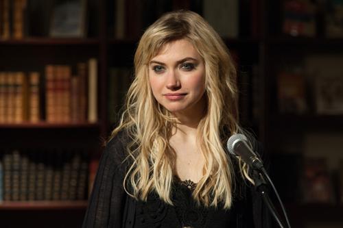 Eine Liebeserklärung, mit der sie nicht mehr gerechnet hat: Ellie (Imogen Poots) ist gerührt.
