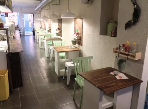 Der liebevoll eingerichtete Gastraum im Good Morning Saigon