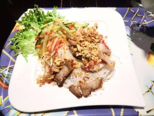 Hauptgang für 6,90 €: Spanferkel mit Reisnudeln