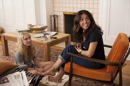 Aus Angst vor dem Verlust der Tochter: Eva (Julia Louis-Dreyfus, rechts) sucht die Nähe von deren Freundin Chloe (Tavi Gevinson).