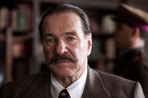 Götz George spielt in dem Dokumentarfilm seinen Vater Heinrich George.