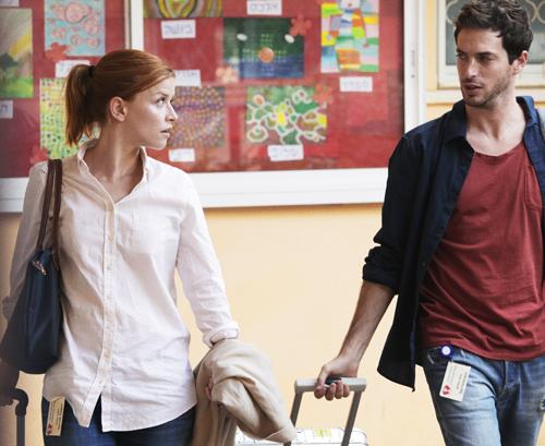 Ankunft im Behinderten-Heim in Tel Aviv. Fast so etwas wie Liebe auf den ersten Blick zwischen Hanna (Karoline Schuch) und Itay (Doron Amit).