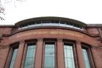 """Nein, die ehrwürdige Albert-Ludwigs -Universität wird ihren markanten Schriftzug """"Die Wahrheit wird Euch freimachen"""" nicht einem Slogan für Werbepartner opfern."""