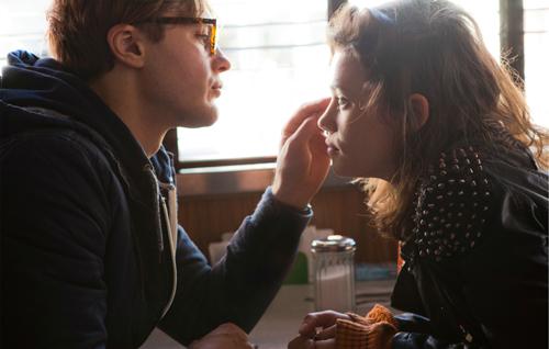 Sofi (Astrid Bergès-Frisbey) und Ian (Michael Pitt) scheinen füreinander bestimmt zu sein.
