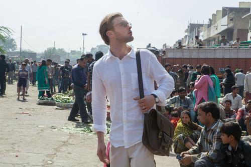 Ian (Michael Pitt) sucht in Indien nach dem Menschen mit der Augen-DNA seiner verstorbenen Frau Sofi.