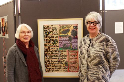 Fans der Künstlerin: Die Organisatorinnen Heike Schulz (li.) und Renate Lepach. Bild: Tanja Bruckert.