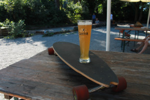 Das Longboard Im Ganter Biergarten