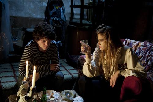 Das Kellerverlies von Lorenzo (Jacopo Olmo Antinori) und Olivia (Tea Falco) ist vielleicht ein bisschen zu schick, aber die Schauspieler berühren. Gerne wird dann auch die Symbolik geschluckt.