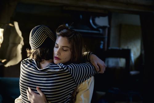 Ein letzter Tanz und ein Versprechen: Lorenzo (Jacopo Olmo Antinori) und Olivia (Tea Falco) versprechen sich, ihr Leben zu ändern.