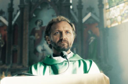 Der charismatische Adam (Andzej Chyra) nimmt sein Amt als Priester sehr ernst.