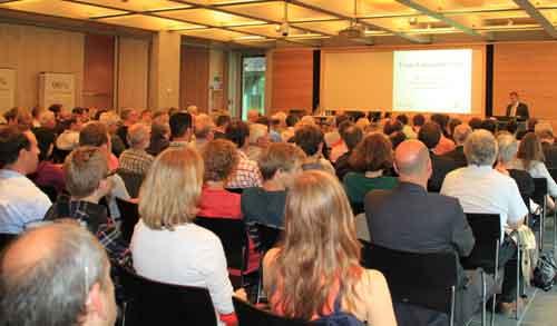 Großes Interesse: Umweltminister Franz Untersteller in Freiburg. Foto: Steve Przybilla