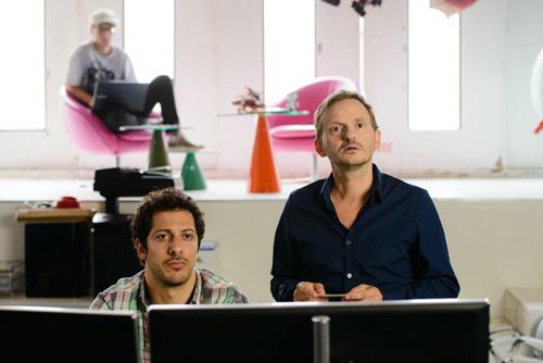 Sie sind nicht nur Freunde, sie arbeiten auch zusammen. Daniel (Fahri Yardim) und Thomas (Milan Peschel, rechts) kreieren ein neues Leben für sich.