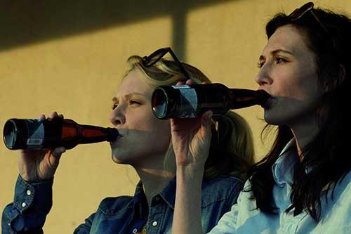 Szene mit Carice van Houten und Jelka van Houten.