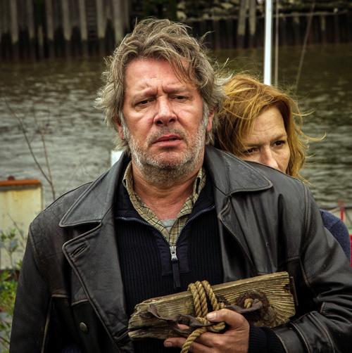 """Am 13. November ist Jan Fedder (Szene mit Suzanne von Borsody) in der Siegfried Lenz-Verfilmung """"Arnes Nachlass"""" im Ersten zu sehen. Der Film war vor Fedders Krebsdiagnose entstanden."""