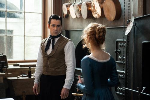 """""""Küss mir die Stiefel!"""" fordert Fräulein Julie (Jessica Chastain) von John (Colin Farrell)."""
