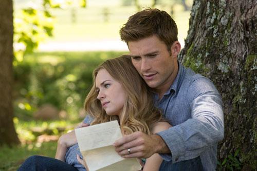 So schön, die zwei: Britt Robertson und Scott Eastwood spielen Sophia und Luke, ein (amerikanisches) Traumpaar.