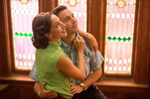 In seinen alten Briefen erzählt Ira (Jack Huston) von seiner Liebe zu Ruth (Oona Chaplin).