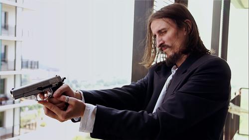 Langeweile kann tödlich sein. Der von Cristian Ioan Gutau dargestellte Killer erweist sich als unberechenbar - aber pflichtbewusst.