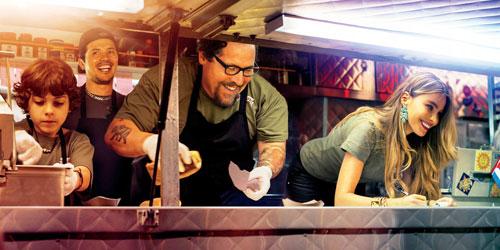 """Lachen ist das beste Rezept: Im """"El Jefe Cubanos""""-Truck haben Percy (Emjay Anthony, links), Martin (John Leguizamo, zweiter von links), Carl (Jon Favreau) und Inez (Sofia Vergara) Spaß beim Kochen."""
