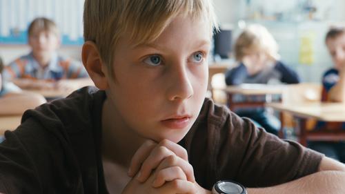 Sascha (Marcel Hoffmann) kann sich in der Schule einfach nicht konzentrieren.