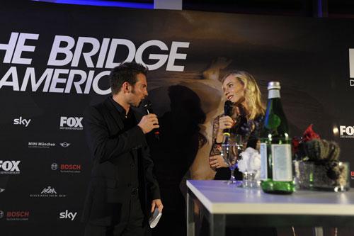 """Auf dem Rückweg vom Filmfestival in Venedig machte Diane Kruger (mit Sebastian Höffner) Station in München - zum einzigen Promo-Termin von """"The Bridge - America"""" außerhalb der USA."""