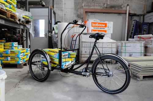 Egal, ob Waschmaschine oder Fliesenkleber: Das Lastenrad schafft 120 Kilogramm