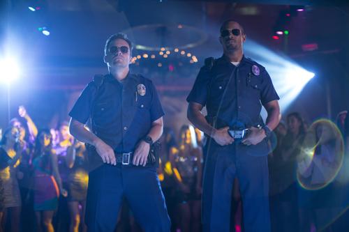 Disco-Cops: Ryan (Jake Johnson, links) und Justin (Damon Wayans Jr.) gehen im Nachtleben auf Streife.
