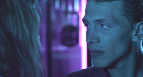 Im Vergleich zur überaktiven Madeleine ist Arnaud (Kévin Azaïs) eher der angepasste Typ, der die Dinge so nimmt, wie sie kommen.
