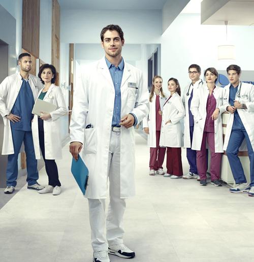 """""""Die jungen Ärzte"""" bereiten sich auf ihren Einsatz vor - ab 22. Januar im Ersten."""