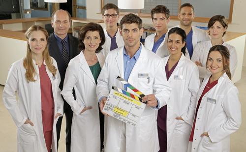 """Die erste Klappe für """"Die jungen Ärzte"""" ist gefallen."""