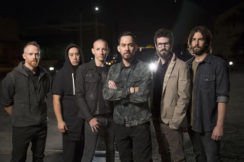 """Linkin Park sind eine Mainstream-Rock-Band - biederten sich aber niemals an: Die Leute """"mochten unsere Musik einfach. Und dafür kann ich sie ja nicht hassen"""", sagt Mike Shinoda (dritter von rechts)."""