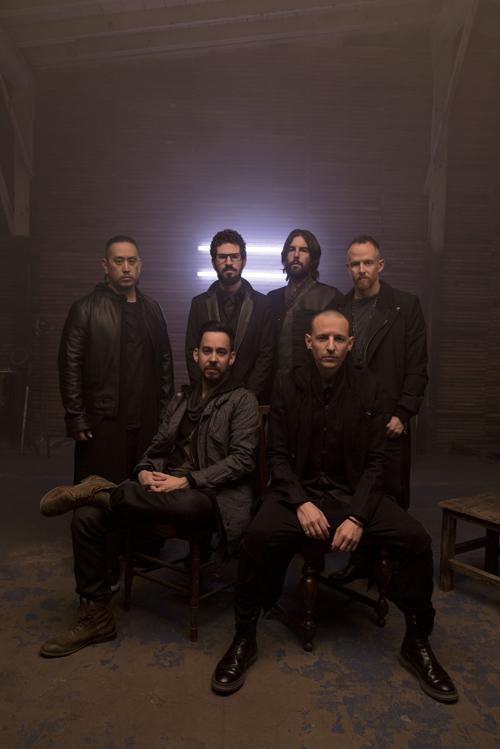 """Linkin Park engagieren sich für viele gute Zwecke: """"Wir sind nun mal in der glücklichen Position, dass wir den Zugang zu Menschen haben, die etwas verändern können"""", erklärt Mike Shinoda (vorne links)."""