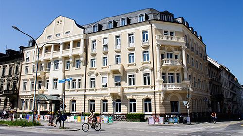 Das Gebäude Ecke Werderring und Belfortstraße.