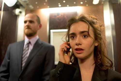Nach einem verhängnisvollen Verhütungsunfall beim Schuldball bittet Rosie (Lily Collins) ihren besten Freund (Sam Claflin) um Hilfe. Noch ahnt keiner der beiden, welch gravierende Folgen der Abend haben wird.