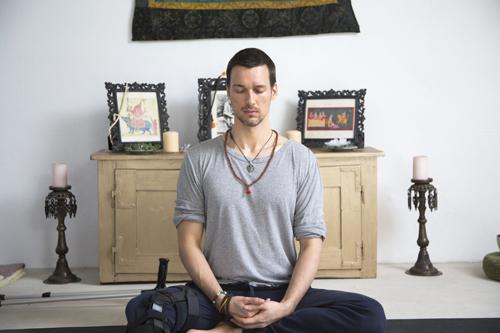 Der Traum vieler Frauen: Florian David Fitz als Yogalehrer. Und gelenkig ist der ...