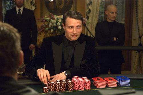 """Als Bond-Gegenspieler Le Chiffre wurde Mads Mikkelsen 2006 in """"Casino Royale"""" zum Weltstar. Sein Leben habe sich dadurch aber nicht verändert, beteuert er."""
