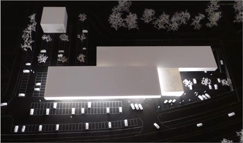 Formschöner Hauskörper: So wird  (hier exklusiv im chilli zu sehen) die Struktur der Neubauten aussehen. Märtin hatte eigens einen Architektenwettbewerb ausgeschrieben. Gewonnen hat den das Freiburger Büro Geis & Brantner. Der Würfel im Hintergrund zeigt ein neues Reifenlager.