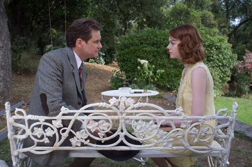 Illusionskünstler Stanley (Colin Firth) schaut sich die angebliche Hellseherin Sophie (Emma Stone) genauer an.