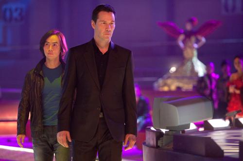 Der Tai Chi Schüler Chen Lin-Hu (Tiger Hu Chen, links) wird von Geschäftsmann Donaka Mark (Keanu Reeves) für ominöse Kämpfe für ausgewählte Zuschauer engagiert.