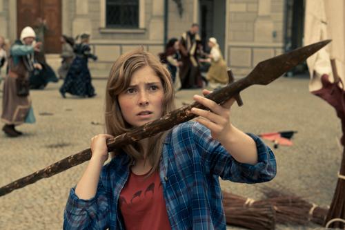 Mara (Lilian Prent) fasst Mut: In der Schule ist sie eine Außenseiterin, nun wird sie zur Heldin in ihrem eigenen Fantasy-Abenteuer.