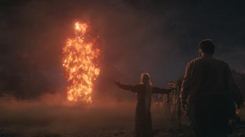 """Verantwortlich für die Spezialeffekte war John Nugent. Der hatte schon dem Balrog in """"Der Herr der Ringe - Die Gefährten"""" Leben eingehaucht, nun durfte er wieder mit dem Feuer spielen."""