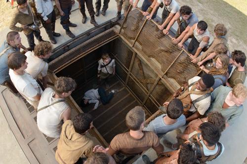 Als letztes Versuchskaninchen kommt Teresa (Kaya Scodelario) mit dem höllischen Lastenaufzug hochgefahren.