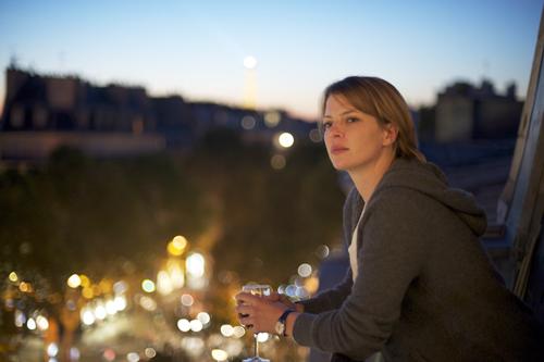 Ein letzter Blick auf das verheißungsvolle Paris: Linda (Jördis Triebel) bleibt nicht mehr viel Zeit bis zur OP, die sie nicht überleben wird.