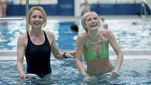 Hin und wieder sieht es jedoch so aus, als könnten Emily (Rachael Blake, links) und Melody (Lucie Debay) Freundinnen werden.